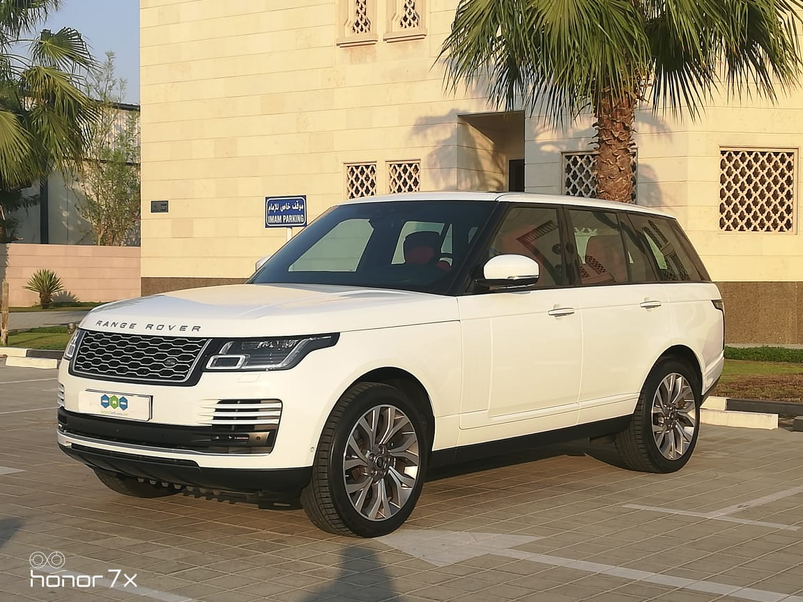 Used Land Rover Range Rover Vogue SE 2018 For Sale In Dubai